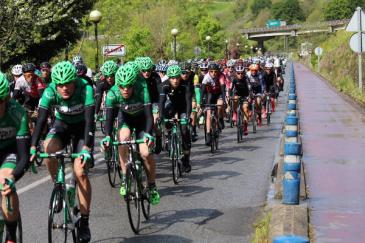 Riding an Euskaldun race
