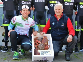 The winner being presented with a box of crabs ..